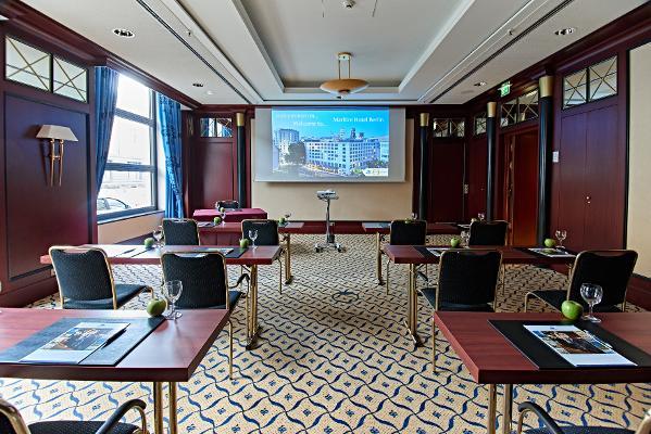 Salon 2+3, parlamentarisch