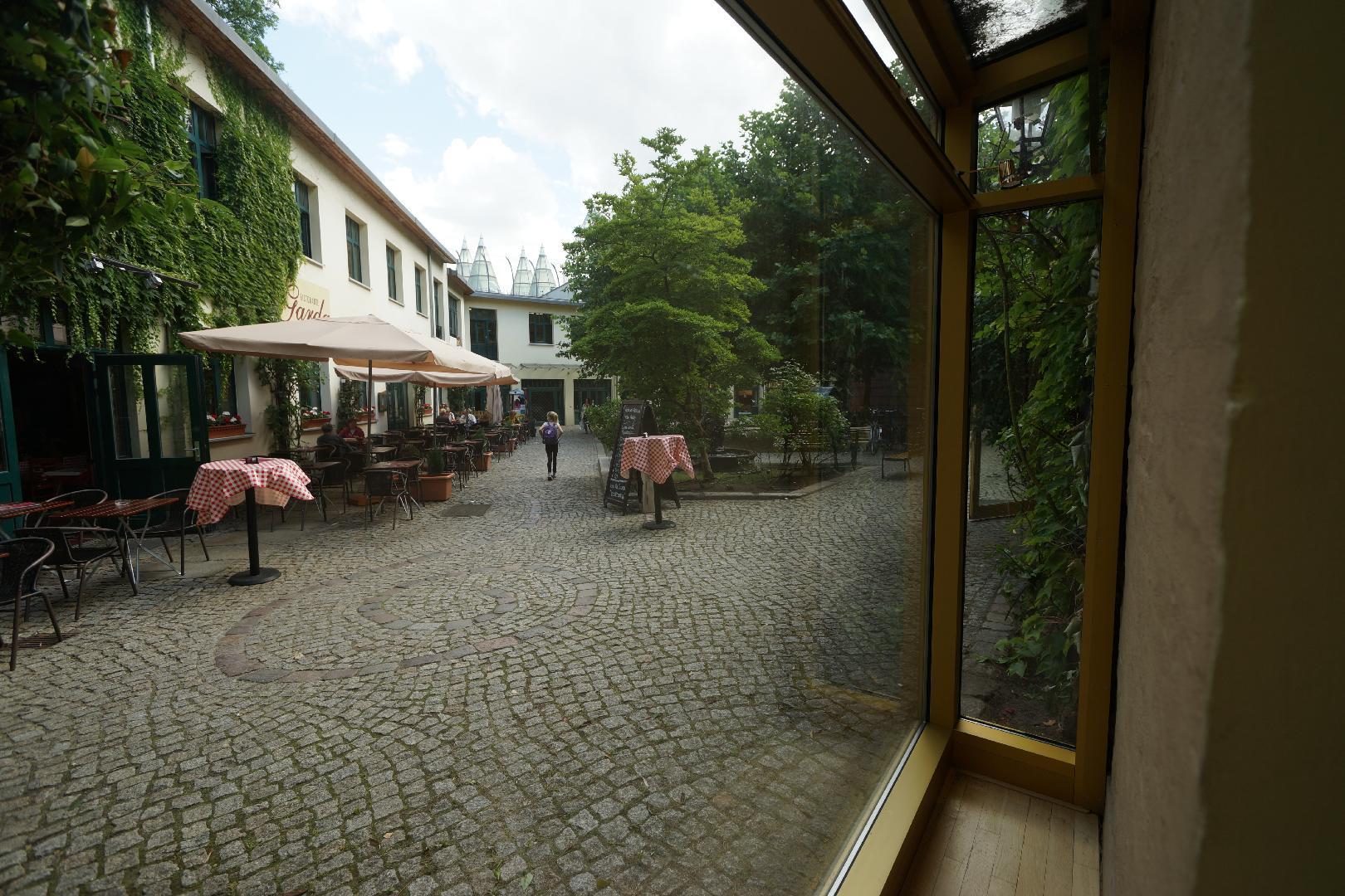 Bild 8 von Großes gerahmtes Schaufenster als Werbefläche in Berlin-Mitte