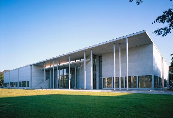 Pinakothek der Moderne, Außenansicht. Foto: H. Koyupinar
