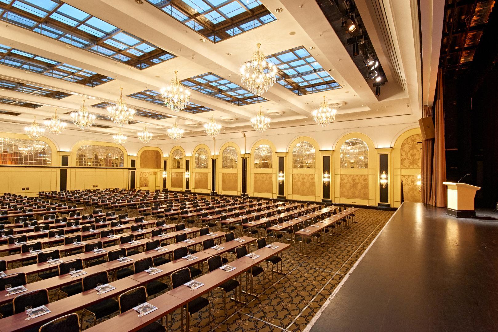 Saal Berlin mit Bühne