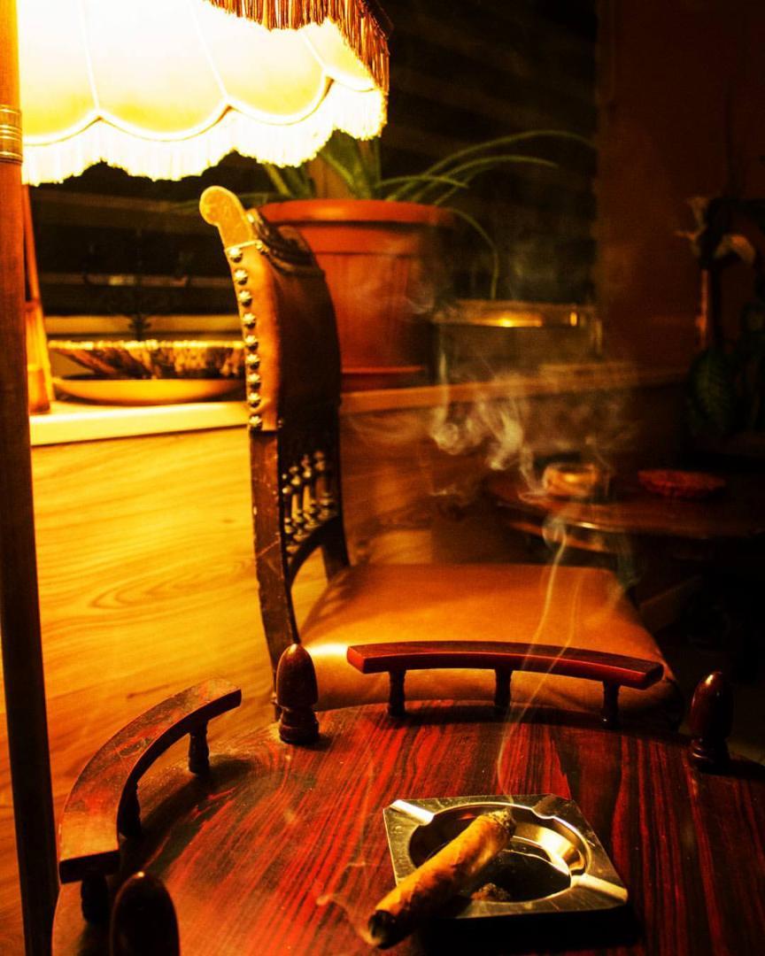 Bild 3 von Zigarren Lounge - In unserer Raucherlounge können Sie die Seele baumeln lassen