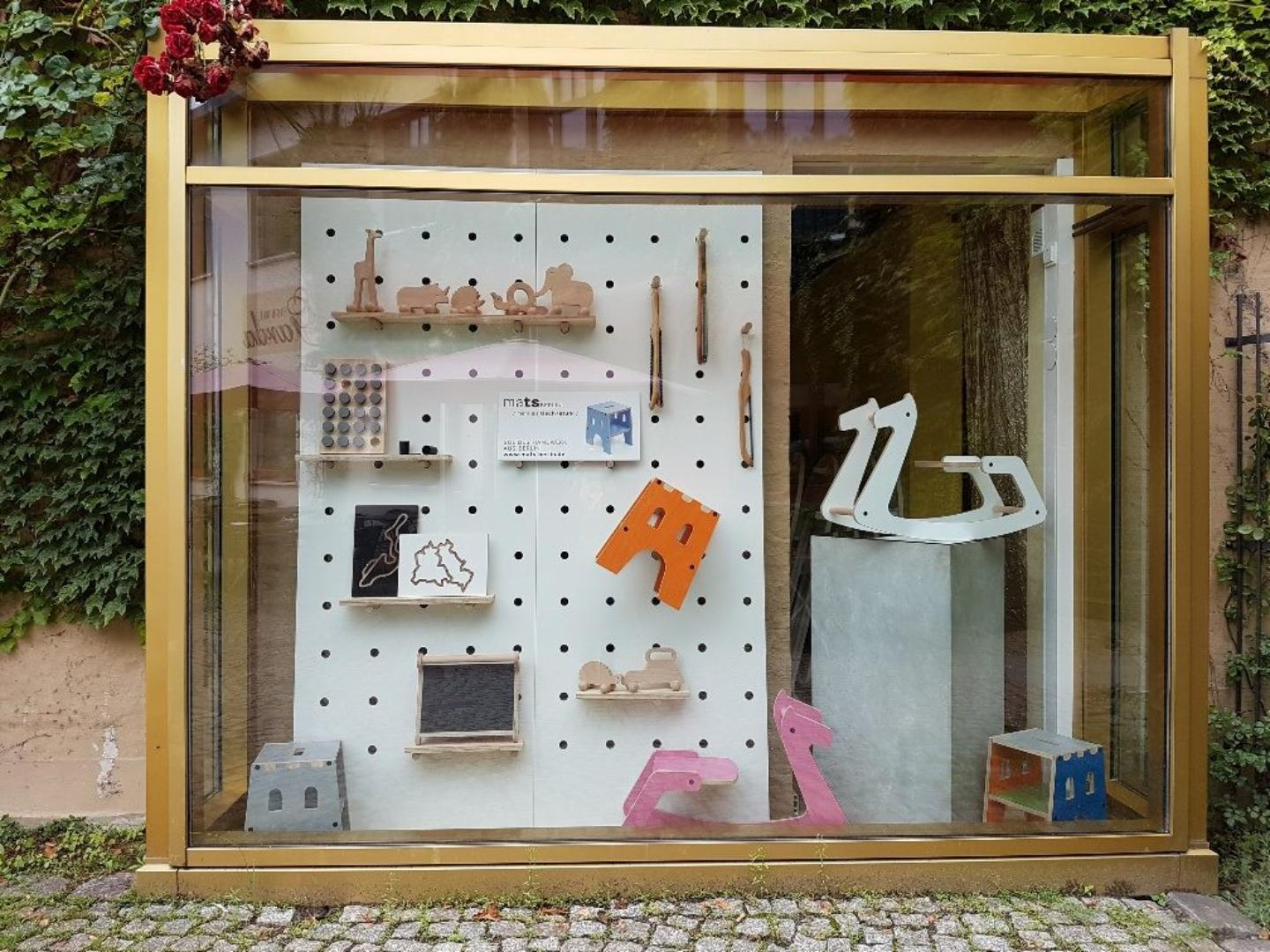 Picture 3 of Large framed shop window as advertising space in Berlin-Mitte