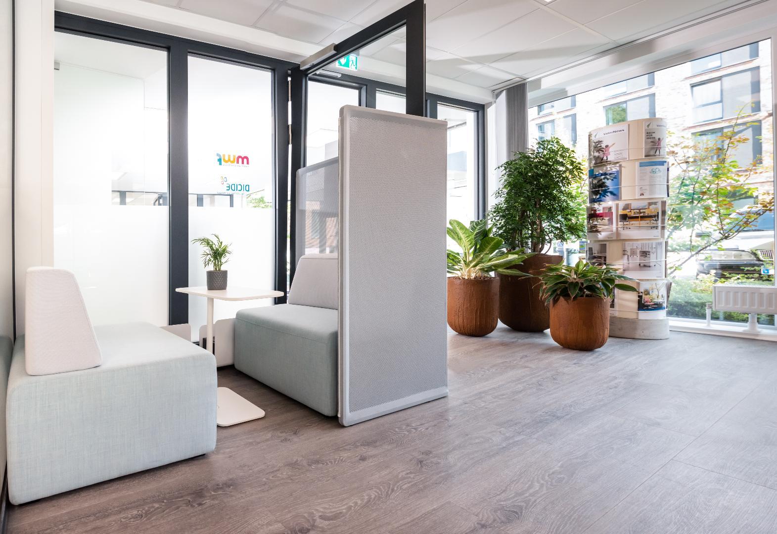 Bild 3 von modern workplace office
