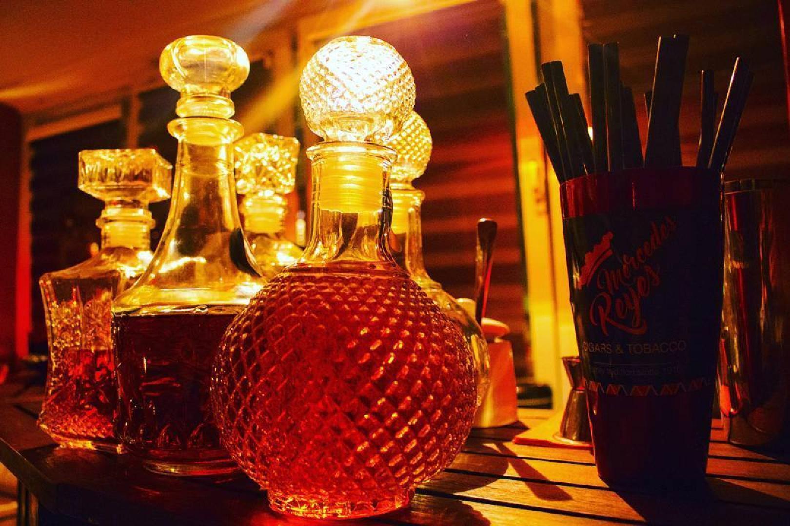 Bild 2 von Zigarren Lounge - In unserer Raucherlounge können Sie die Seele baumeln lassen