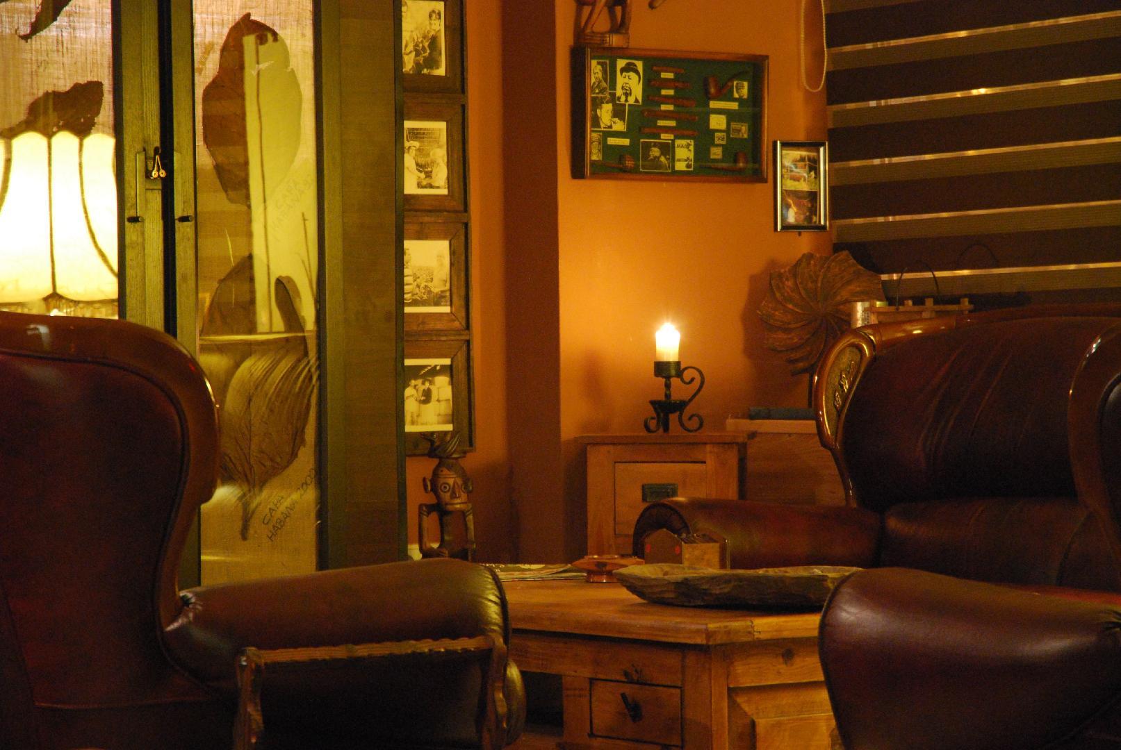 Bild 1 von Zigarren Lounge - In unserer Raucherlounge können Sie die Seele baumeln lassen