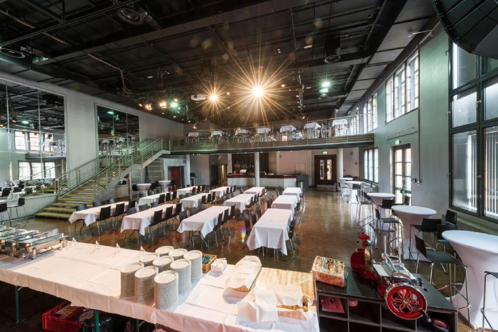 Mittagspause im Palais mit Tafeltischen für 250 Personen