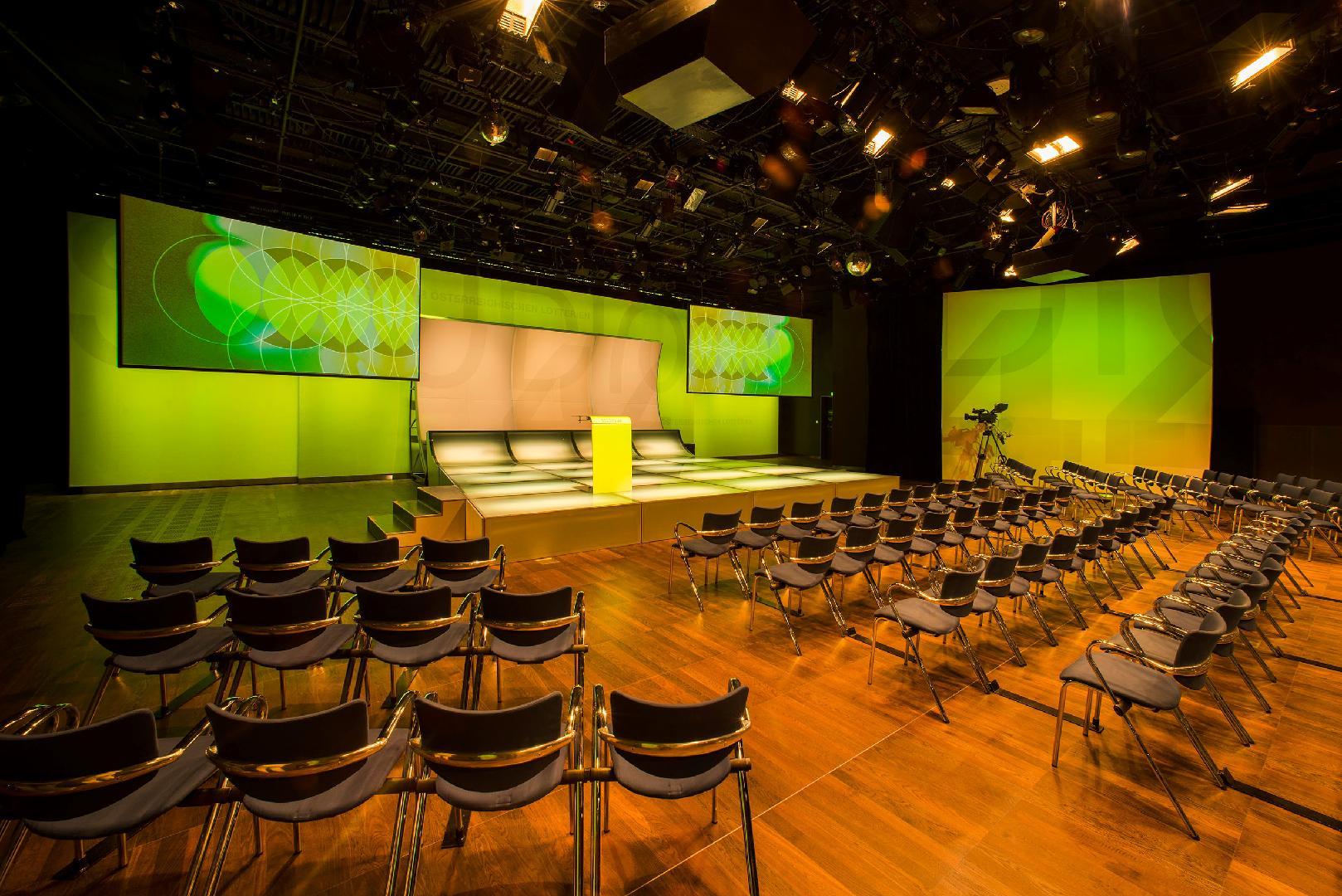 Studio 44 Saal mit fix installierter Leuchtbühne