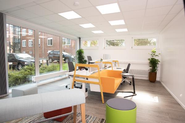 Bild 2 von modern workplace office