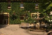 Außenbereich mit Brunnen