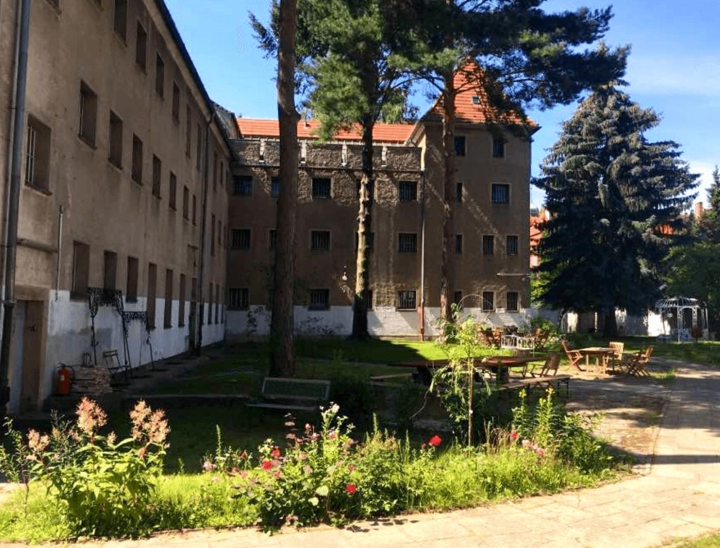 Gartenbereich des Gefängnisses