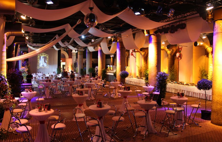 Bild 1 von Große Halle