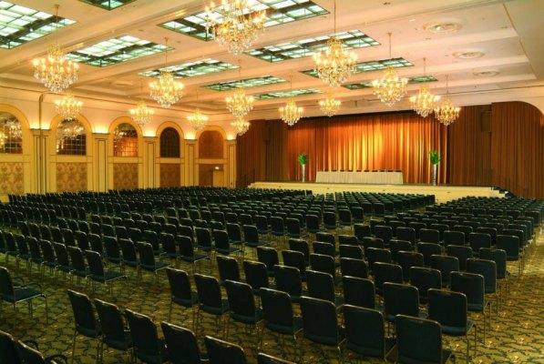 Saal Berlin mit Bühne; Theater; Tagung